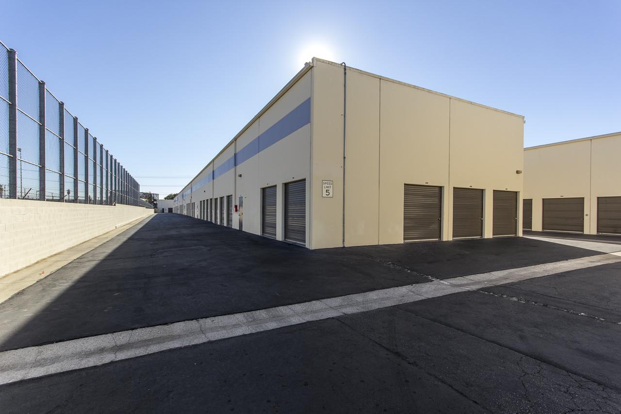 Drive around storage center