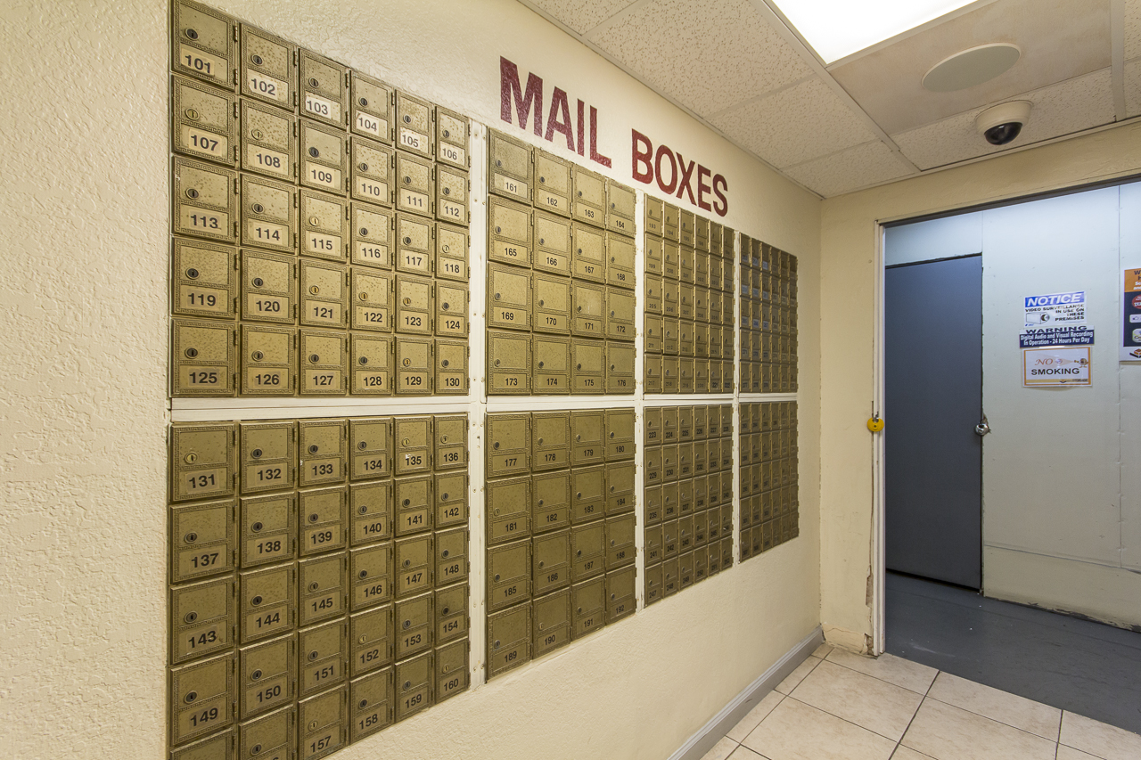 Mail and shipping services, Pasadena