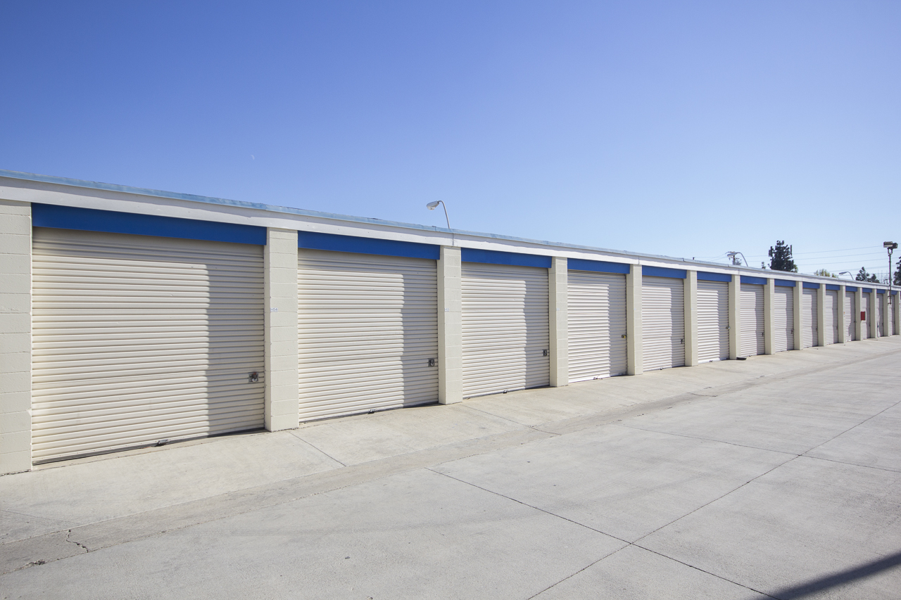 Self Storage Drive up access Mini Stoage